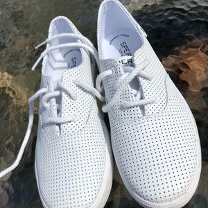 Girls white Sperrys tennis shoes